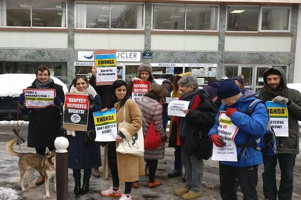 Protesters outside the Rwandan embassy in Paris. February 7, 2018. (Photos by Shai Somek)