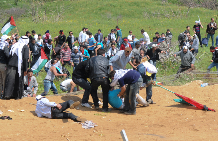 Palestinians crossing the border from Syria into the Israeli-occupied Golan Heights are wounded by Israeli army fire during a March of Return, May 15, 2011. (Hamad Almakt/ Flash90)