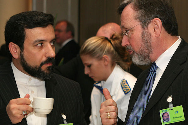 Abbas Araghchi, Deputy Foreign Minister for Legal and International Affairs, Iran, and James D. Bindenagel, Ambassador (ret.), Vice President for Community, Government and International Affairs, USA. (Sebastian Zwez, Wikimedia Commons)