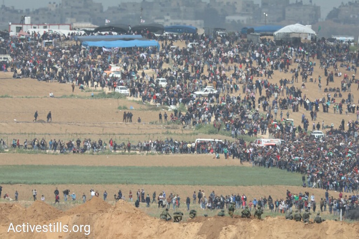 Tens of thousands of Palestinians protest to mark the start of the Great Return March, seen from the Israeli side of the border. March 30, 2018. (Oren Ziv / Activestills.)
