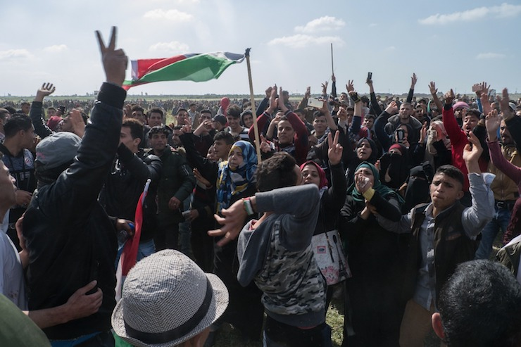 Tens of thousands of Palestinians gathered at several points along the border as part of the Great March of Return, east of Shujaiyeh, Gaza Strip, March 30, 2018. (+972 Magazine)
