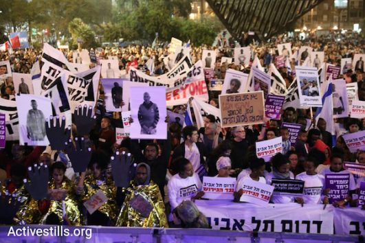 Asylum seekers and Israeli activists rally in Rabin Square to protest the deportations. March 24, 2018. (Activestills.org)