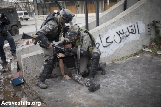 Illustrative photo of Border Police officers arresting a Palestinian. (Oren Ziv/Activestills.org)