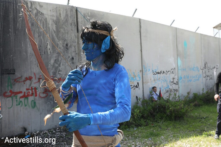 A demonstrator in Bil'in dressed up as a character from the movie 'Avatar.' March 2, 2017. (Activestills.org)