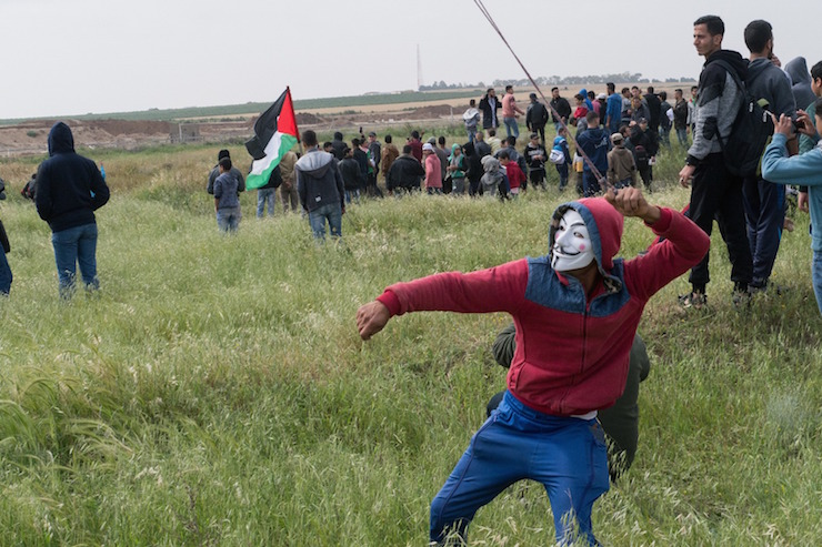 Palestinian protesters during the Great Return March, east of Shajaia. March 30, 2018. (+972 Magazine)