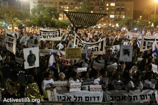 Asylum seekers and Israelis protest against the deportations in Rabin Square. March 25, 2018. (Activestills.org)