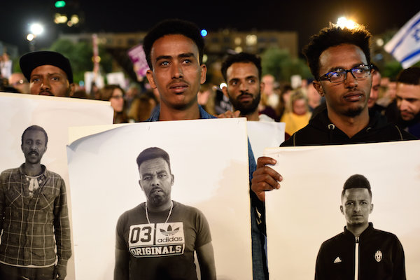 Some 20,000 African asylum seekers and human rights activists protest against the Israeli government's mass deportation plan in Rabin Square in Tel Aviv on March 24, 2018. (Gili Yaari/Flash90)