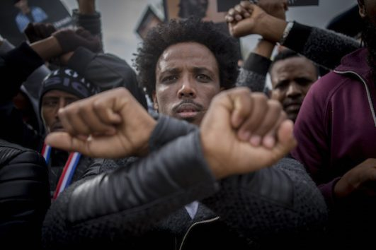 """African asylum seekers protest on Thursday near the Kneeset and the Supreme Court against the new """"Rwanda or Saharonim"""" policy of the Israeli government. January 2017. (Yonatan Sindel/Flash90)"""