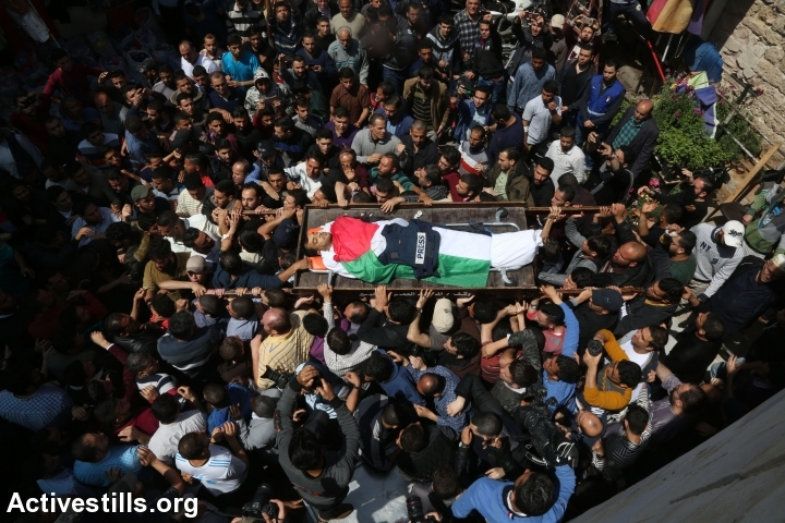 Palestinians hold a funeral for photographer Yasser Murtaja, who was shot and killed by Israeli snipers while covering Gaza's 'Great Return March,' April 7, 2018. (Mohammad Zaanoun)