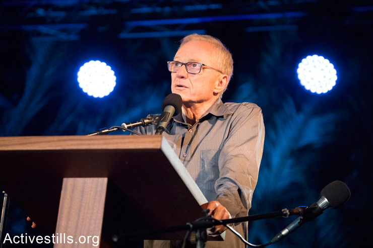 Israeli author David Grossman speaks at the alternative Memorial Day ceremony, April 17, 2018. (Oren Ziv/Activestills.org)