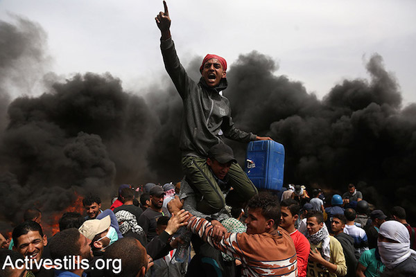 Palestinian protesters during the Gaza return march. April 20, 2018. (Mohammed Zaanoun / Activestills.org)