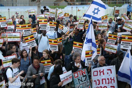 Asylum seekers and Israelis protest Israel's plan to deport tens of thousands of refugees to Uganda. Tel Aviv, April 9, 2018. (Oren Ziv / Activestills.org)