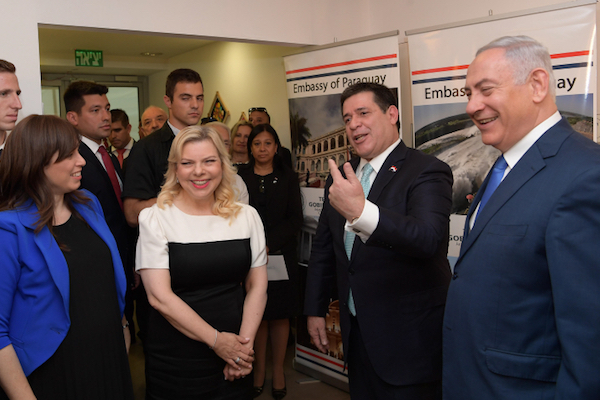 Prime Minister Benjamin Netanyahu (right) his wife Sara (left) and Paraguayan President Horacio Cartes (center) seen at the official opening ceremony of the Paraguay embassy in Jerusalem on May 21, 2018. (Amos Ben Gershom/GPO)