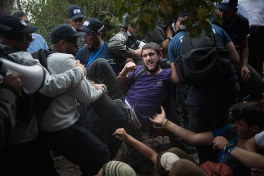 Settler youth clash with Israeli police during the eviction of Netiv HaAvot. June 12, 2018. (Yonatan Sindel/Flash90)