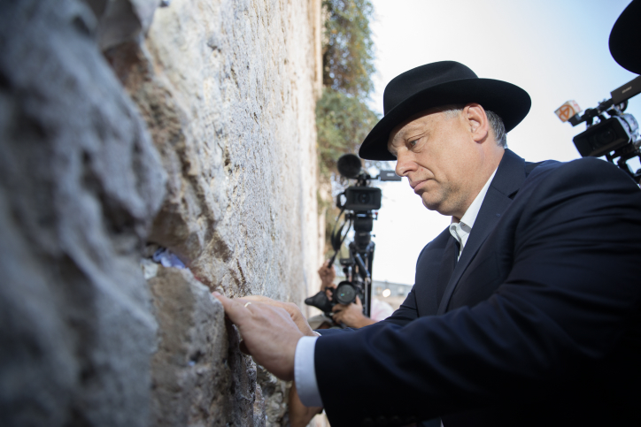 Hungarian Prime Minister Viktor Orban seen at the Western Wall, Judaism's holiest site on the last day of his two-day official state visit to Israel, Jerusalem, July 20, 2018. (Yonatan Sindel/Flash90)