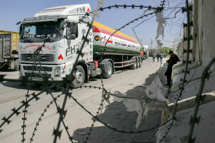 A truck is seen at the Israeli army controlled Kerem Shalom crossing, the only commercial crossing where goods can enter and exit Gaza, March 22, 2018. (Abed Rahim Khatib/Flash90)