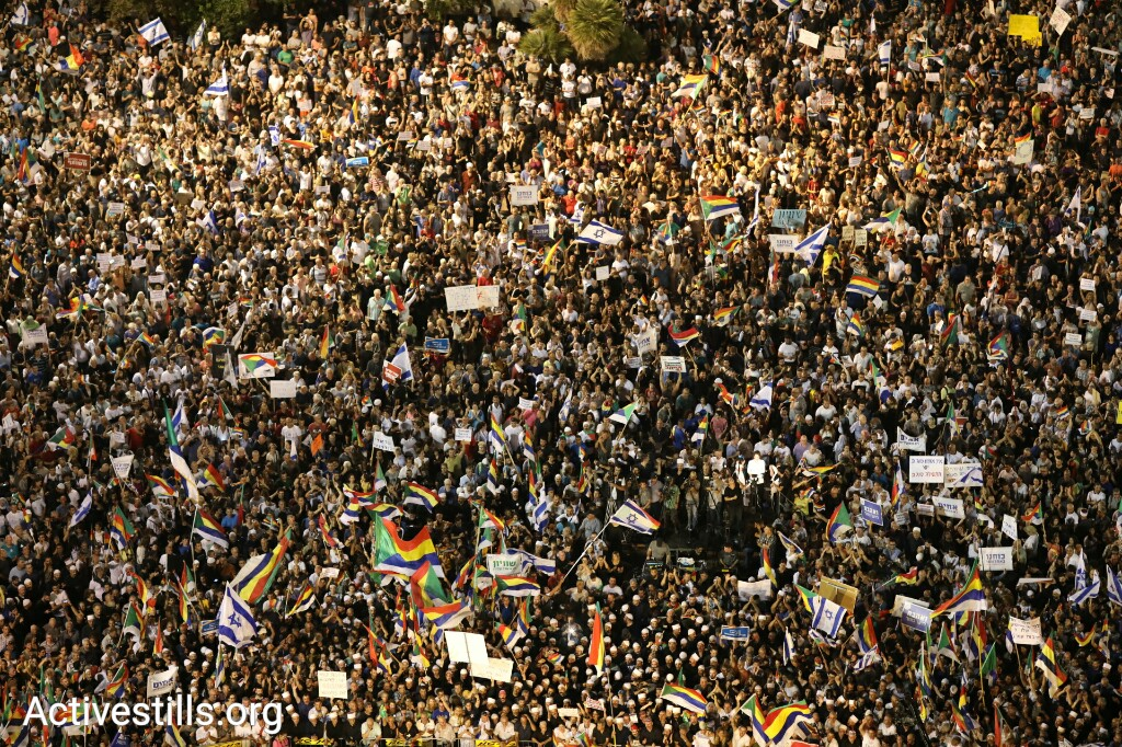 Tens of thousands of protesters joined the Druze community in rejecting the Jewish Nation-State Law at Rabin Square in Tel Aviv on August 5, 2018. (Oren Ziv/Activestills.org)