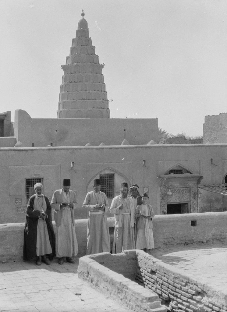 A 1932 photograph of Ezekiel's Tomb at Kifel, in southeastern Iraq. The area was inhabited by Iraqi Jews, some of whom appear in the photo. (American Colony, Jerusalem, Photo Dept./Eric and Edith Matson Photograph Collection/Wikipedia)