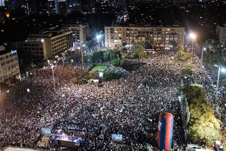 Tens of thousands of Druze and Jewish Israelis fill Tel Aviv's Rabin Square to protest the 'Jewish Nation-State Law,' August 4, 2018. (Tomer Neuberg/Flash90)