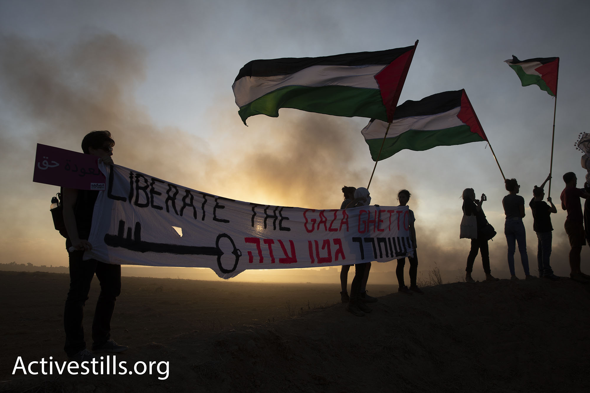 Israeli and international activists waved big Palestinian flags, chanted slogans, and carried posters supporting Palestinians' right of return. (Oren Ziv/Activestills.org)