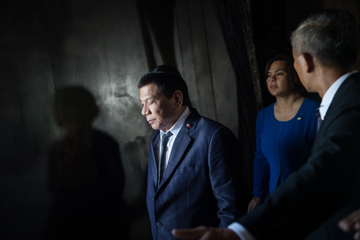 President of the Philippines Rodrigo Duterte visits the Yad Vashem Holocaust Memorial Museum in Jerusalem during Duterte's official visit to Israel, on September 3, 2018. (Hadas Parush/Flash90)