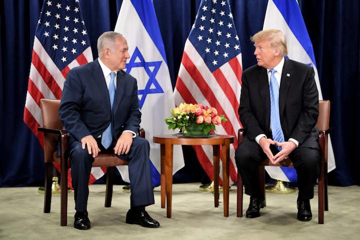 U.S. President Donald Trump meets with Israeli Prime Minister Benjamin Netanyahu at the United Nations headquarters, New York City, September 26, 2018. (Avi Ohayon/GPO)