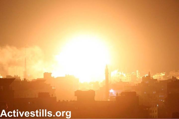 An Israeli air strike on Gaza City, after Palestinians fired rockets from the Strip into Israel following a botched IDF raid deep inside Gaza, November 12, 2018 (Mohammad Zaanoun/Activestills.org)