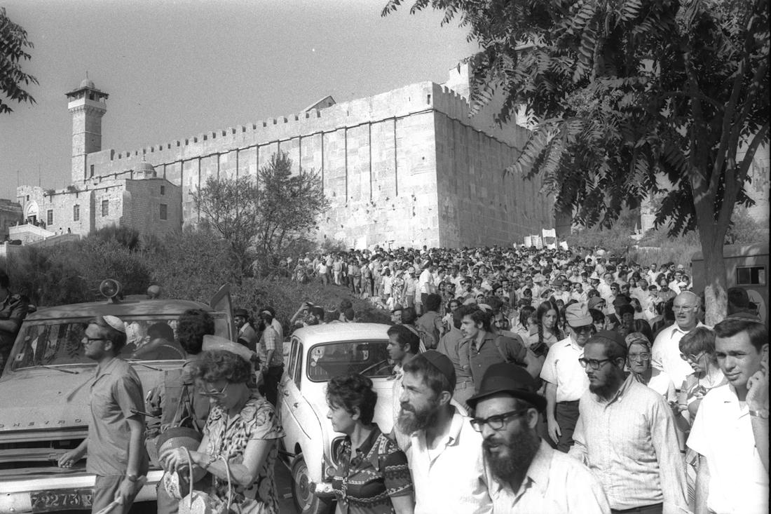 Israeli settlers hold a procession from the Tomb of the Patriarchs to commemorate Torah scrolls that were destroyed by Palestinians, 1976. (Ya'acov Sa'ar/GPO)