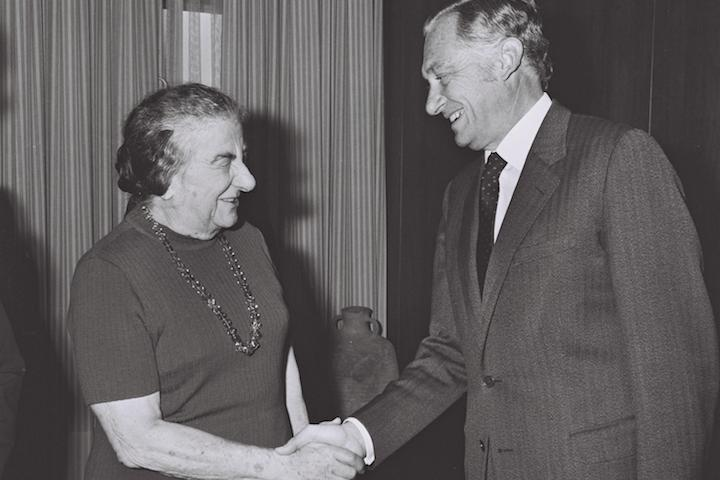 Foreign Minister Mario Gibson Barboza, the first Brazilian foreign minister under the military dictatorship, meets with Israeli Prime Minister Golda Meir at her Jerusalem office, June 2, 1973. (Fritz Cohen/GPO)