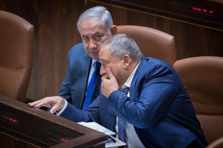 Prime Minister Benjamin Netanyahu and Defense Minister Avigdor Liberman attend a special plenary memorial for the late, former minister, Rehavam Ze'evi Gandi, at the Knesset, on October 24, 2017. (Yonatan Sindel/Flash90)
