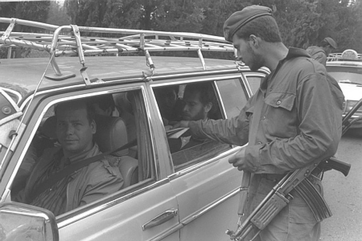 Illustrative photo of an Israeli soldier at a checkpoint during the First Intifada. (Yaakov Saar)