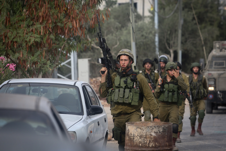Israeli soldiers near the house of Baraa Ibrahim Sale after it was demolished by the Israeli army in the West Bank village of Deir Abu Mashal, near Ramallah, August 10, 2017. Baraa Ibrahim Sale carried out a terror attack with two other Palestinians, killing Border Police officer Hadas Malkam. (Flash90)