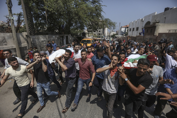 Mourners carry the bodies of Palestinian teens Luai Kahil and Amir al-Nimra, during their funeral in Gaza City on July 15, 2018. (Wissam Nassar/Flash90)