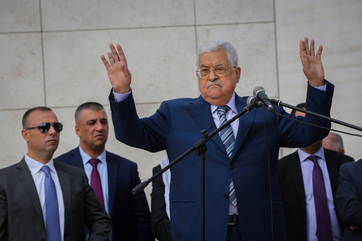 Palestinian President Mahmud Abbas delivers a speech after visiting the grave of late Palestinian leader Yasser Arafat, during a ceremony to mark the anniversary of Arafat's death, November 11, 2018, Ramallah. (Flash90)