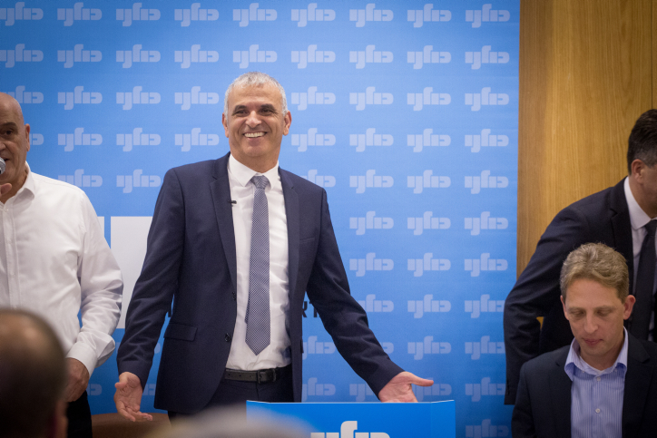 Moshe Kahlon holds a Kulanu party meeting in the Knesset, November 26, 2018. (Miriam Alster/Flash90)