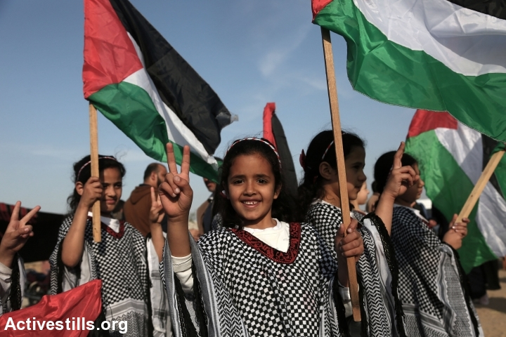 Palestinian children seen at the Great Return March camp, not far from the Israel-Gaza fence, near the neighborhood of Shujaiya, Gaza City, April 10, 2018. (Mohammed Zaanoun/Activestills.org)