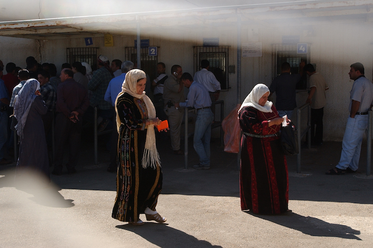 Palestinians line up to apply for entry permits from the Israeli army outside Ramallah, September 25, 2010. (Sharon Perry/Flash90)