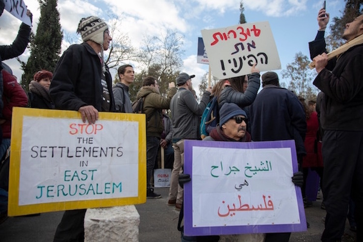 Hundreds of activists marched from West Jerusalem to the East Jerusalem neighborhood of Sheikh Jarrah to stop the eviction of Palestinian families there, on January 18, 2018. (Activestills.org)