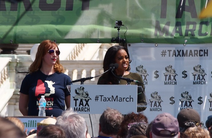 Tamika Mallory delivers a speech at the 2017 Tax March, Washington, D.C. (S L O W K I N G/CC BY-NC 3.0)
