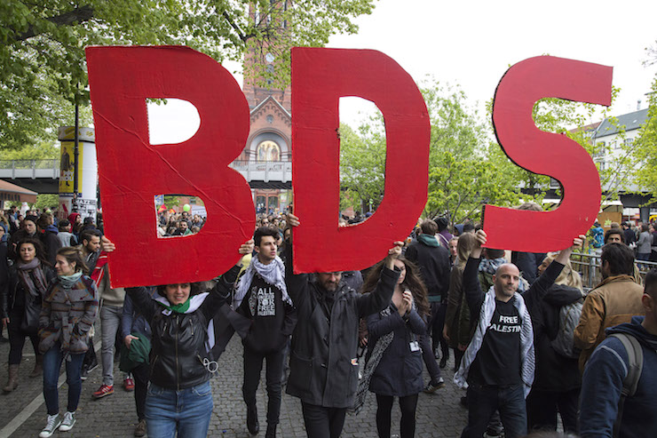 Activists from the 'International Block', hold a BDS sign, during the annual May Day demonstration, Berlin, Germany, May 1, 2017. (Activestills.org)