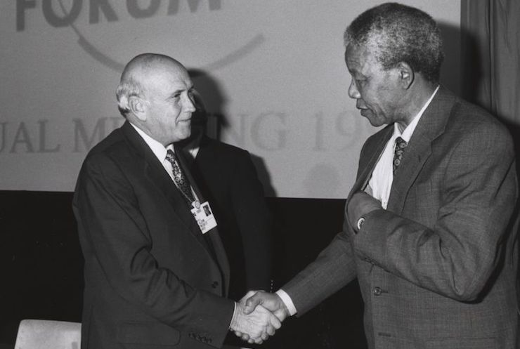Frederik de Klerk and Nelson Mandela shake hands at the Annual Meeting of the World Economic Forum held in Davos in January 1992. (World Economic Forum/CC BY-SA 2.0)
