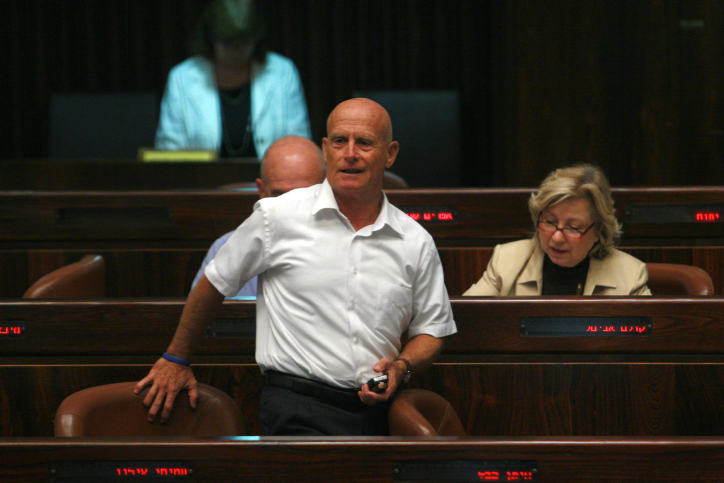 Former Labor MK Ami Ayalon seen in the Knesset before his swearing in, September 24. 2004. (Olivier Fitoussi/Flash90)