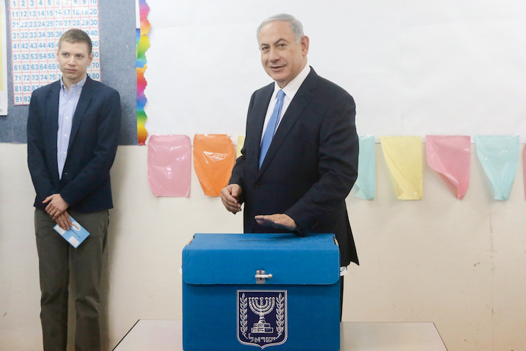 Israeli Prime Minister Benjamin Netanyahu casts his vote at a polling station in Jerusalem on March 17, 2015. (Marc Israel Sellem/Flash90)