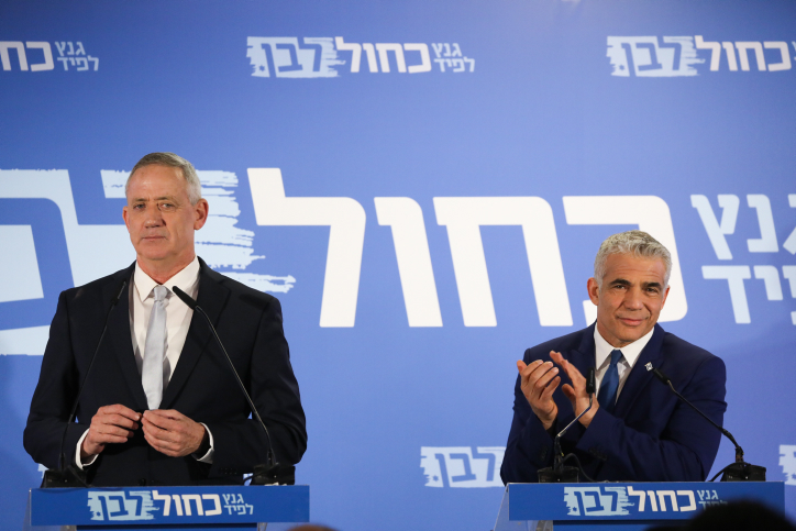 Benny Gantz and Yair Lapid of the Blue and White party give a joint a statement in Tel Aviv on February 21, 2019. (Photo by Noam Revkin Fenton/Flash90)