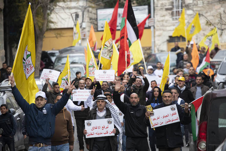 Hundreds of Palestinian, Israeli and international protesters march in Hebron to demand the end of settlements and segregation in the city, Feb. 22, 2019. (Oren Ziv/Activestills.org)