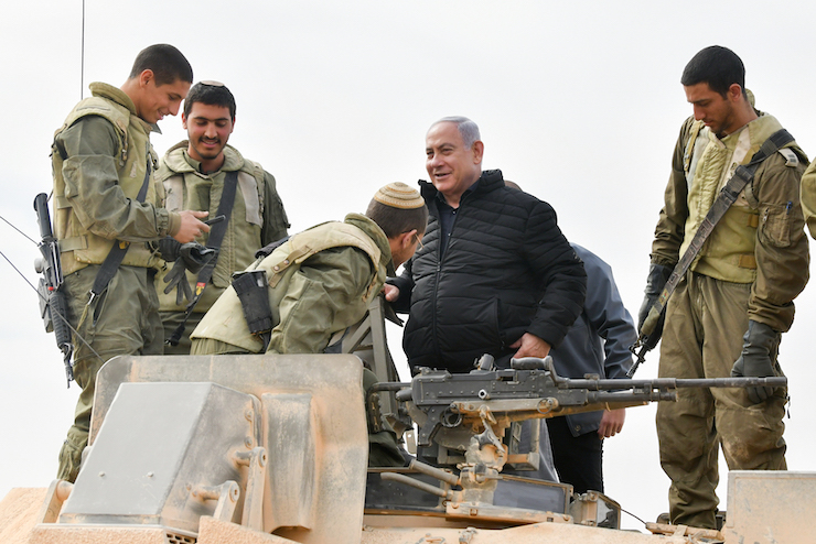 Prime Minister Benjamin Netanyahu visits a military drill in southern Israel, January 23, 2019. (Flash90)