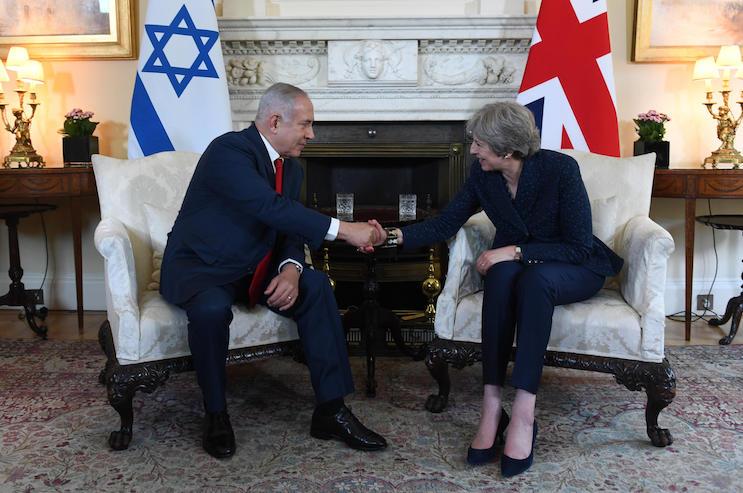 Israeli Prime Minister Benjamin Netanyahu meets with British Prime Minister Teresa May in London, England, June 6, 2018. (Haim Zach/GPO)