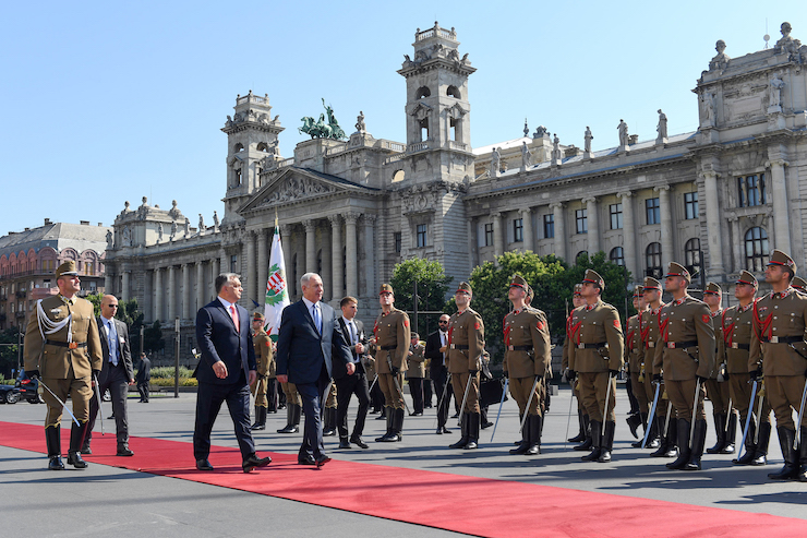 Israeli Prime Minister Benjamin Netanyahu and Hungarian Prime Minister Viktor Orban review an honor guard in Budapest, Hungary, July 18, 2017. (Haim Zach/GPO/Handout)