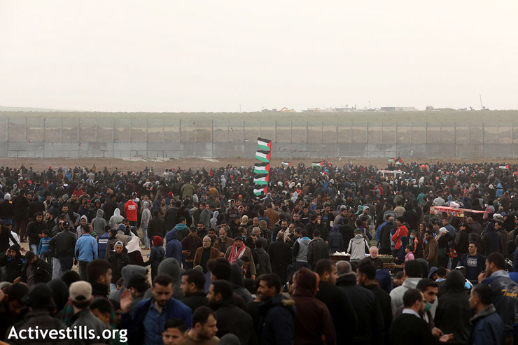 A large crowd of Palestinian protesters gathers near the Gaza fence to mark Land Day and one year since the start of the Great Return March protests, March 30, 2019. (Mohammed Zaanoun/Activestills.org)