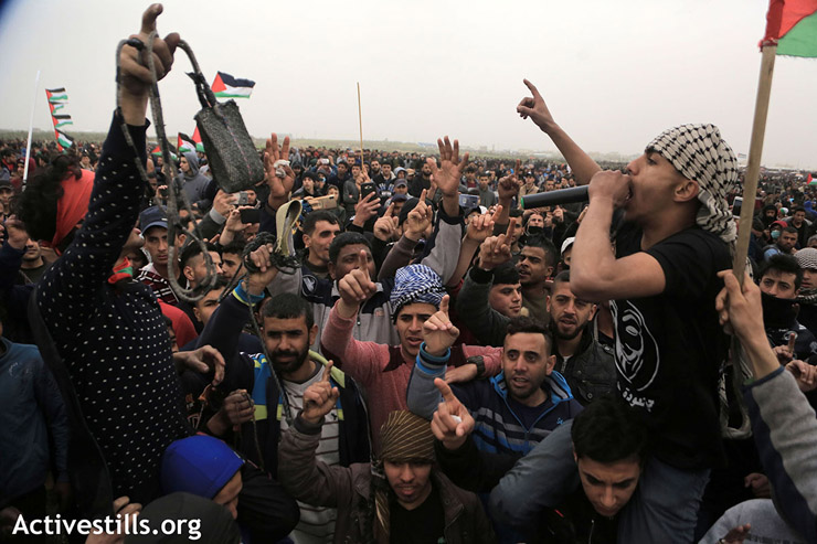 Protesters chant slogans during the demonstration, east of Gaza City, March 30, 2019. (Mohammed Zaanoun/Activestills.org)